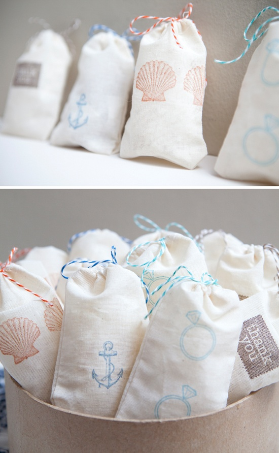 Hand-stamped favor bags - courtesy of somethingturquoise.com
